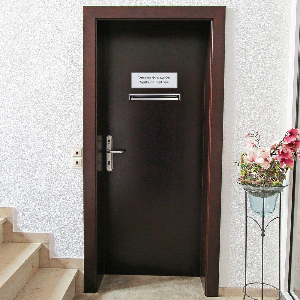Briefkasten mit Einwurfschlitz Tür